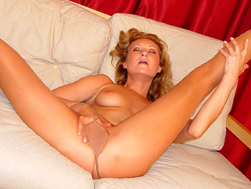 sexy mature in nude pantyhose